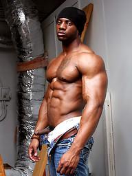 Big ebony muscle man Varik Best