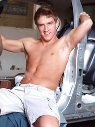Ebony muscle man Diesel Washingtonfucks white boy Tucker Vaughn