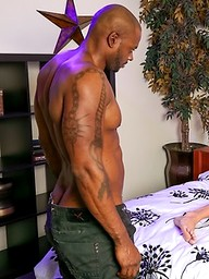 Muscle ebony hunk Diesel Washington fucks Sean Duran
